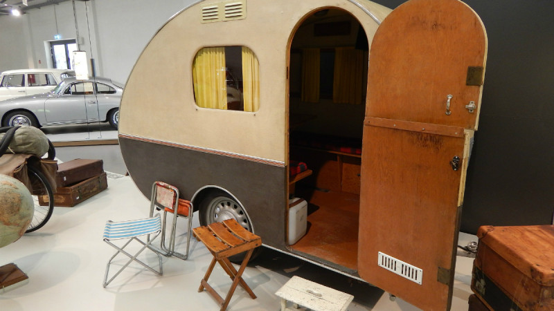 photo of an old fashioned antique caravan